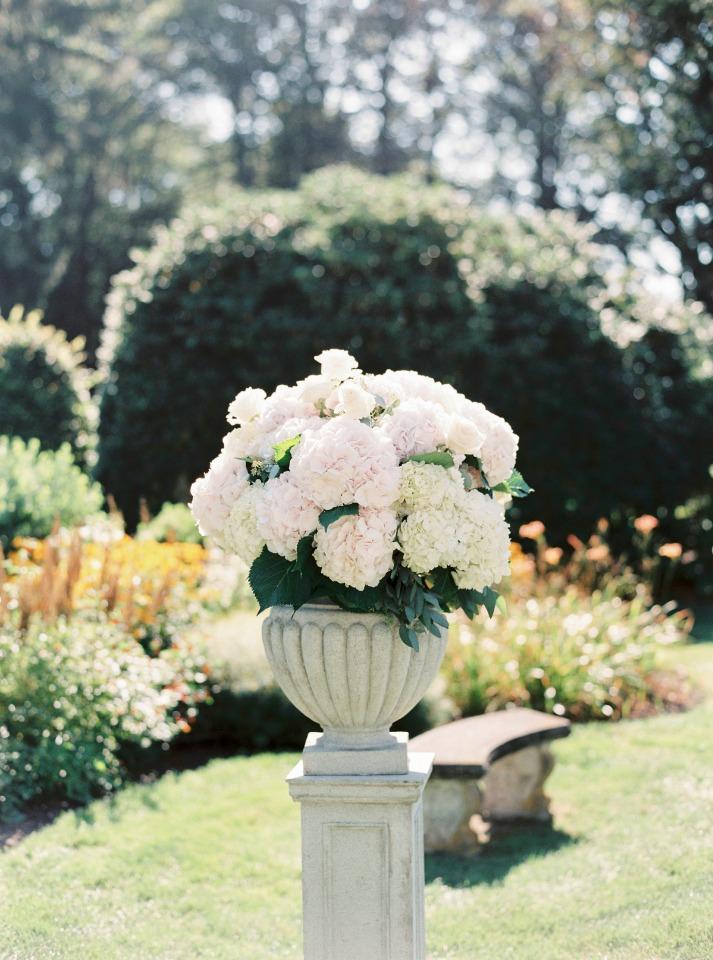 Flower arrangement for ceremony