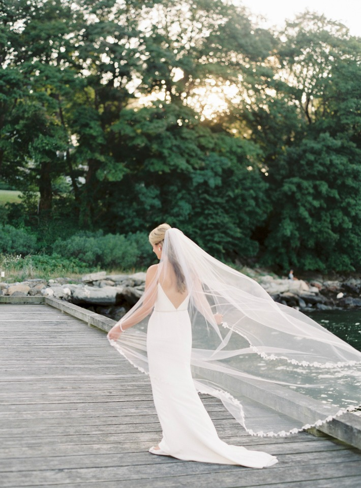 Veil play in the wind